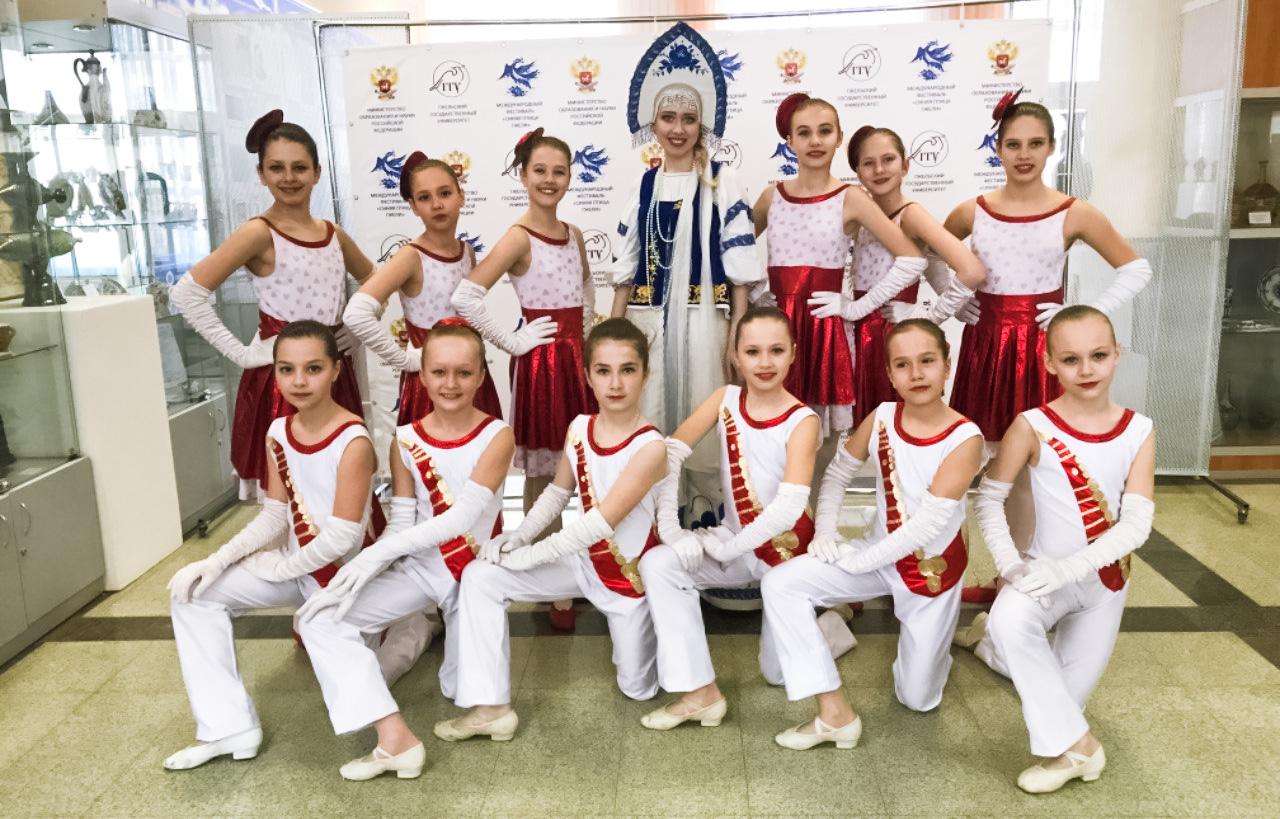 «Синяя птица Гжели» собрала юных танцоров